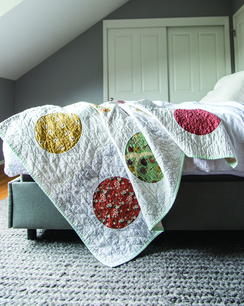 Quilt designed and made by Rossie Hutchinson @rossiecrafts Quilted by Lynn Harris @lynncarsonharris In The Applique Book by Casey York @caseyyorkdesign photo credit Nissa Brehmer @pageandpixel